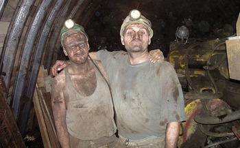 A new Yale University survey found that 83% of Americans support creating a jobs program that would hire unemployed coal workers to safely close down old coal mines and restore the natural landscape.(Hangela/Pixabay)