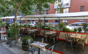 Outdoor dining structures that aren't boxed in on four sides allow for more air flow, decreasing the risk of COVID-19 transmission. (Renata/Adobe Stock)