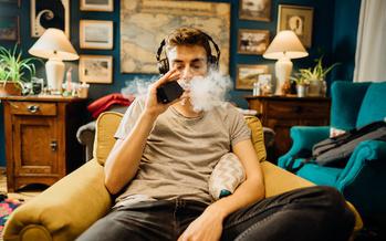 A nivel nacional, más del 21% de los estudiantes en la escuela secundaria y casi el 5% en la escuela secundaria informan que usan cigarrillos electrónicos y vaporizadores. (Adobe Stock)