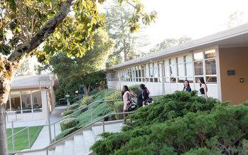 Holy Names University, en Oakland, invita a los padres de sus alumnos a unírseles tomando una o dos clases sin costo. (Holy Names University)