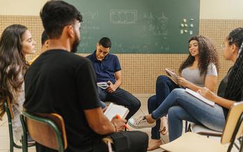 Se estima que el 48% de los estudiantes hispanos son estudiantes de primera generación, en comparación con el 28% de los estudiantes blancos, según el Instituto Nacional de Política Postsecundaria. (Adobe Stock)
