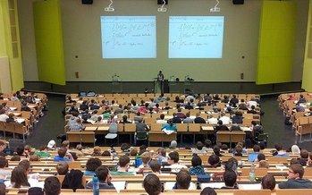 Investigaciones muestran que estudiantes que abandonan o pausan su educación universitaria tienen menos probabilidades de completar sus estudios. (Nikolay Georgiev / Pixabay)<br />