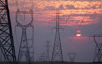 Federal and state efforts to build out transmission lines will make it easier to move renewable power around the grid. (Laura Musikanski/Wikimedia Commons)