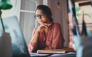 La Oficina de Estadísticas Laborales de EE. UU. Informó recientemente que se perdieron 140,000 empleos en diciembre, y todos esos empleos fueron ocupados por mujeres. (Adobe Stock)