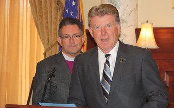 PHOTO: Idaho Governor Butch Otter speaking at the