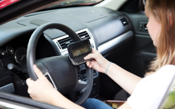 PHOTO: Researchers in six Washington counties observed motorists at busy intersections and noticed one in 12 drivers texting or talking on their mobile devices. Photo credit: iStockphoto.com.