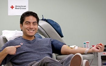 PHOTO: A blood donation can be a lifesaving gift, which is why the American Red Cross hopes Missourians will consider taking time out of their holiday schedules to visit a local blood drive. Photo courtesy American Red Cross.