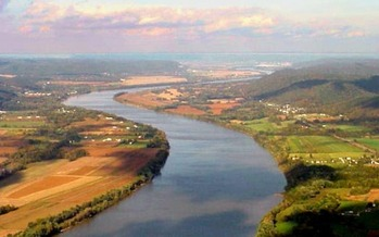 PHOTO: Ohio environmentalists say West Virginia's recent chemical spill has heightened concerns about turbulence at the Ohio EPA. Photo of Ohio River courtesy Ohio Sierra Club.