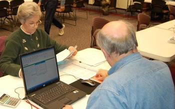 PHOTO: AARP Foundation Tax Aide volunteers prepared and filed more than 96,000 Arizona tax returns last year, all at no charge. Photo credit: AARP Foundation
