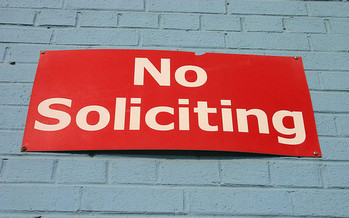 PHOTO: Many door-to-door salespeople represent reputable businesses, but consumer experts warn that others will say about anything to make a sale, whether it's accurate or not. Photo credit: Elvert Barnes/Flickr
